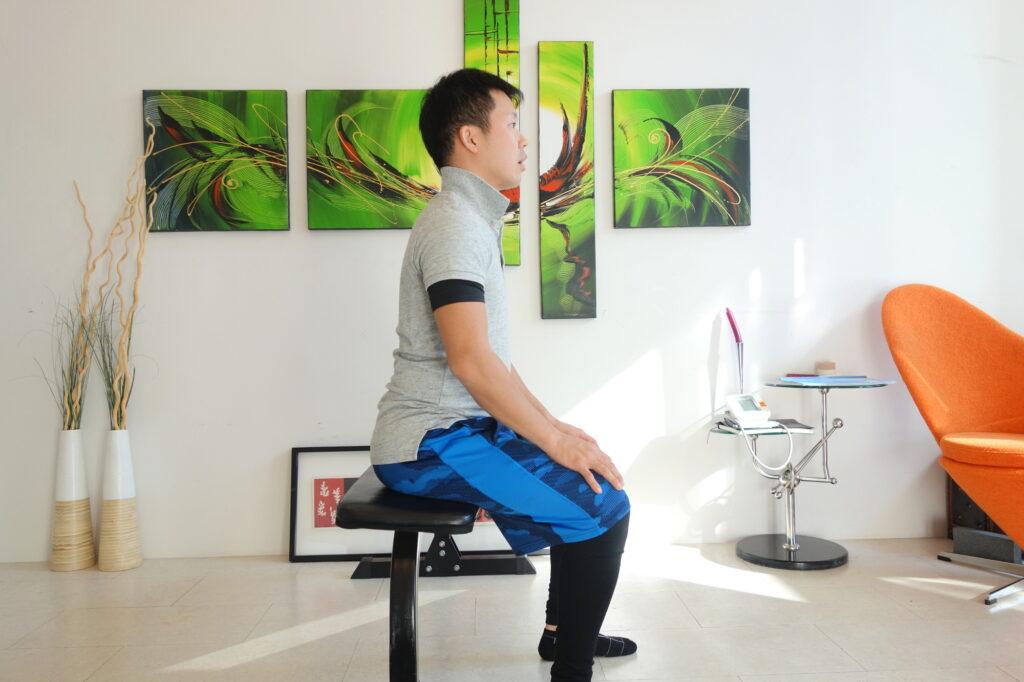 自然な座り方